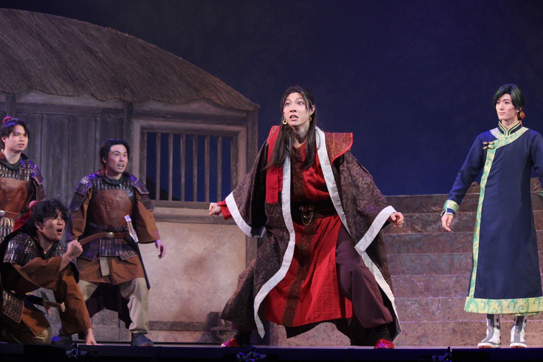 生駒里奈・矢部昌暉、舞台『暁のヨナ』公開ゲネプロで華麗な舞&殺陣を披露!の画像003
